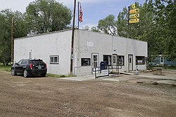 Post office and business in Leiter, Wyoming.jpg