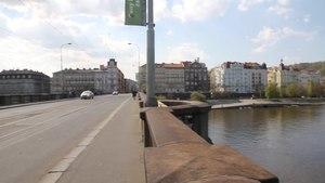 File:Praha Palackého most 2017 2.webm