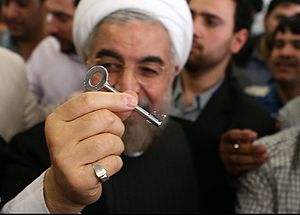 Hassan Rouhani presidential campaign, 2013 - Rouhani showing a key, his election campaign symbol