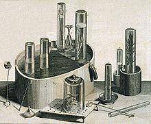 Engraving of assorted scientific equipment, such as a pneumatic trough. A dead mouse rests under one glass canister.