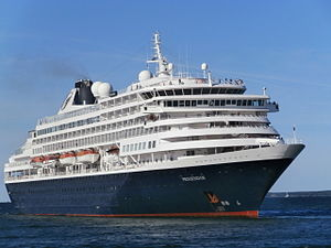 Prinsendam departing Tallinn 24 August 2013.JPG
