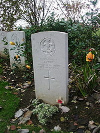 Private John Parr grave at St Symphorien cemetery.jpg