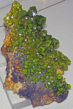 Pyromorphite (Bunker Hill Mine, Idaho, USA) 2 (17172613329).jpg