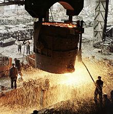 Металлургия Википедия Разлив стали на Краматорском металлургическом комбинате