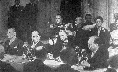 Indonesian Vice-president Hatta and Dutch Queen Juliana at the signing ceremony which took place at the Royal Palace of Amsterdam. With the treaty signed, the Dutch officially recognised Indonesian sovereignty. RI Transfer Signing.jpg