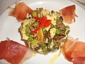 Revuelto de huevos con verduras tiernas y jamón serrano.jpg
