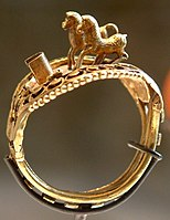 Ring with horses-N 728-Egypte louvre 127.jpg