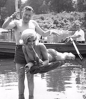 Robert Harbin - Harbin levitates actress Marvyn Parkes in 1966