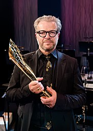 Roland Koch Nestroy-Theaterpreis 2015.jpg