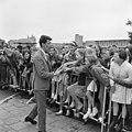 Rudi Carell was een van de bekende Nederlanders, die uitgenodigd was voor het op treden van The Beatles in Treslong. NL-HlmNHA 1478 09.JPG