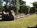 Ruina obok klasztoru 2 - panoramio.jpg