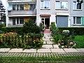 Sídliště Horní Roztyly, Gregorova 11, obchůdek a květiny.jpg