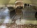 SEM KIRKE (Medieval church c. 1100) romansk middelalderkirke nær Jarlsberg hovedgård i Tønsberg, Norway Wedelske gravkapell Familien Wedel-Jarlsbergs gravkammer kister sarkofager krypt (Grave chapel coffins crypt) 2021-06-13 IMG 3782.jpg