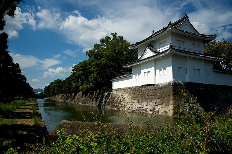 File:SE wall, Nijo Castle (9977735066).jpg