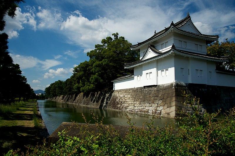 File:SE wall, Nijo Castle (9977735066).jpg