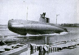 USS C-3 (SS-14) - SS-14 being launched in 1909