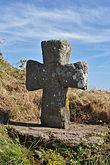 La grande croce medievale sulla spiaggia di Saint-Coulomb