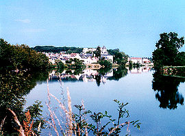 Saint-Aignan seen from the bank of the Cher River