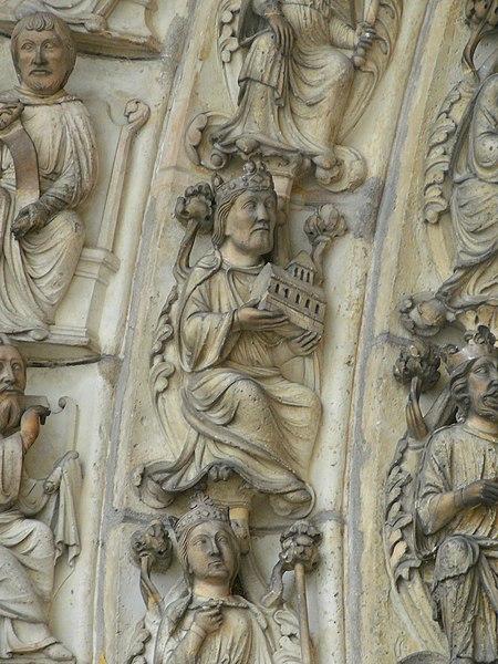 Image:Salomon tenant le Temple -portail de la cathédrale de Laon.JPG