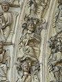 Salomon tenant le Temple -portail de la cathédrale de Laon.JPG