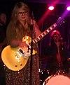 Samantha Savage Smith dans le Divan Orange.jpg