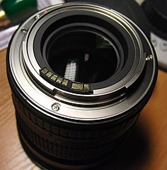 Samyang 85 f 1.4 with AF-chip mounted (4005775044).jpg