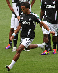Scott Sinclair Swansea City warm up vs Arsenal 2011 (cropped).jpg