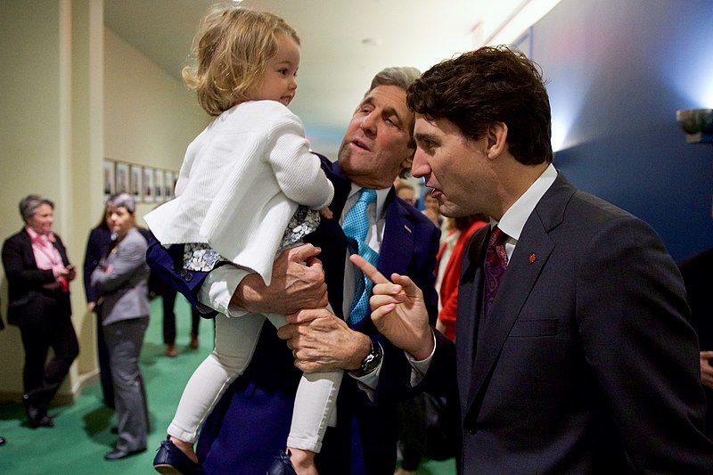 File:Secretary Kerry Introduces His Granddaughter to Canadian Prime Minister Trudeau Before Both Officials Signed the COP21 Climate Change Agreement on Earth Day in New York (26514346121).jpg