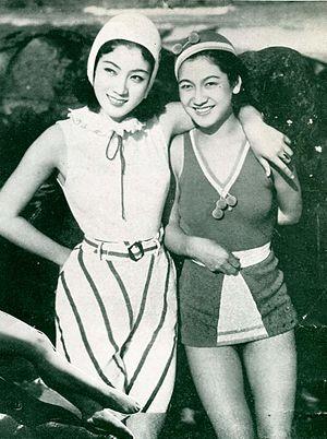 Setsuko Hara - L. to R.: Kiyo Kuroda and Setsuko Hara in Atami (1936)