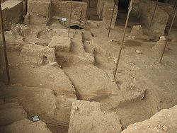 Shadiyakh excavation siaahchaal dar kaakh.jpg