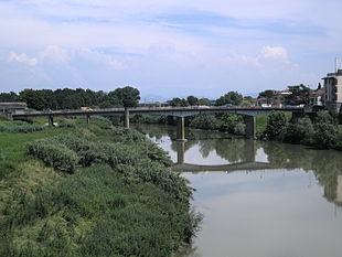 Il fiume Arno e il ponte Nuovo sull'Arno fra Signa e Lastra a Signa