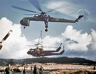 Sikorsky CH-54 Tarhe - A CH-54A Tarhe carrying 2 UH-1 Hueys.