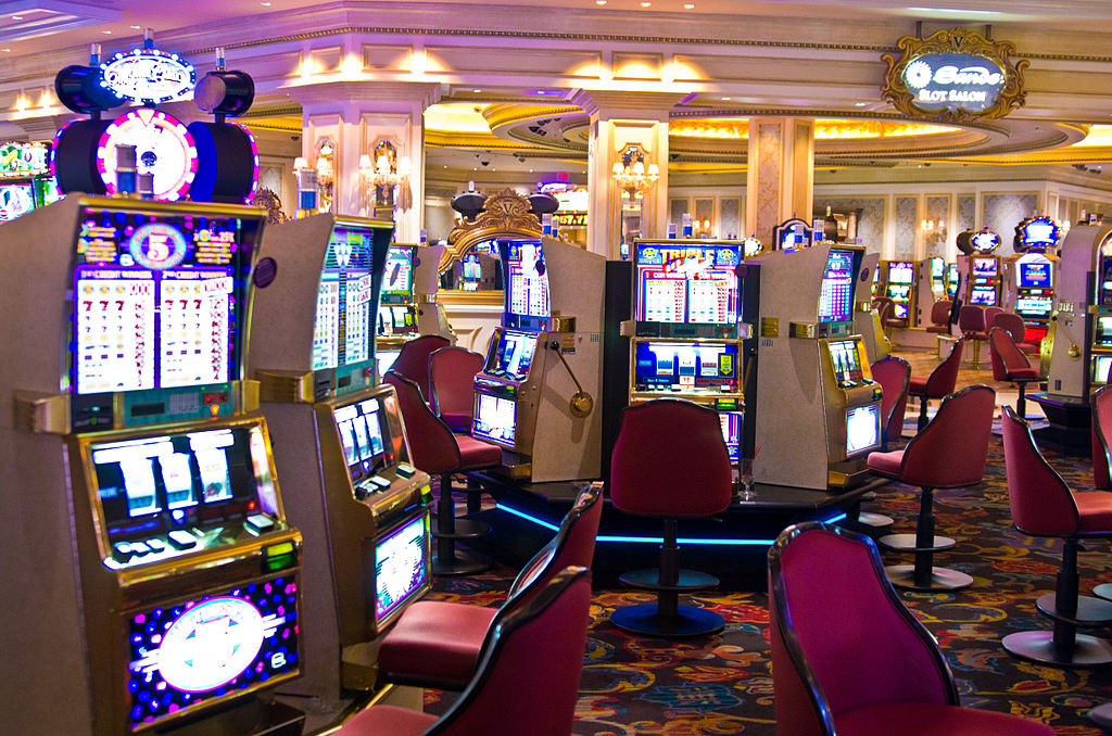 File:Slot machines in Venetian.jpg