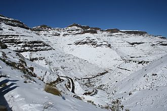 Geography of Lesotho - Snow on the Lesotho Moteng pass
