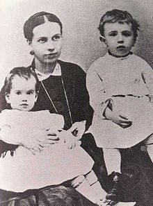 Sofia Tolstaya with Sergej and Tatjana (1867).jpg