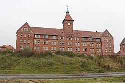 Sonderburg Kaserne, Gebäude mit dem Uhrenturm (2014), Bild 004.JPG