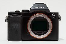 Sony Alpha ILCE-7 (A7) plen-kadra fotilo neniu korpcap.jpg