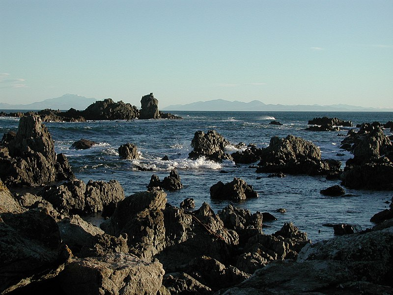 File:South Island from Sinclair Head.jpg - Wikimedia Commons