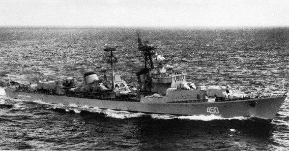 Soviet destroyer Vyderzhannyy underway c1973