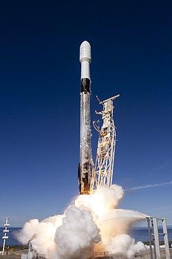 שיגור החללית דרגון לטיסת המבחן הראשונה שלה על גבי הפאלקון 9