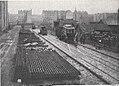 Städtische Straßenbahnen Wien 1903–1913 (page 64 crop) – Abladen eines Straßenbahnwagens am Nordbahnhof.jpg