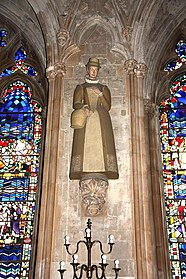 St Etheldreda, Ely Place, London EC1 - Nave statue - geograph.org.uk - 1613381.jpg