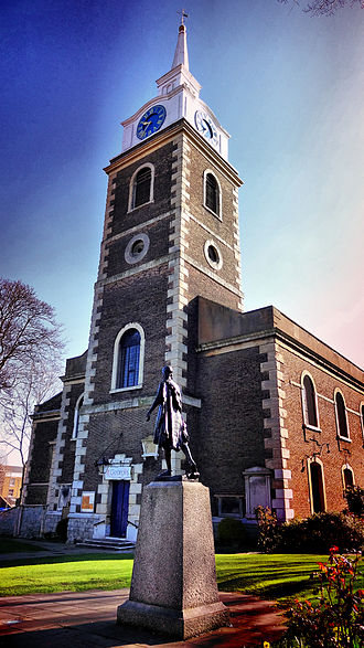 St George's Church, Gravesend - St George's church with the Pocahontas statue in front