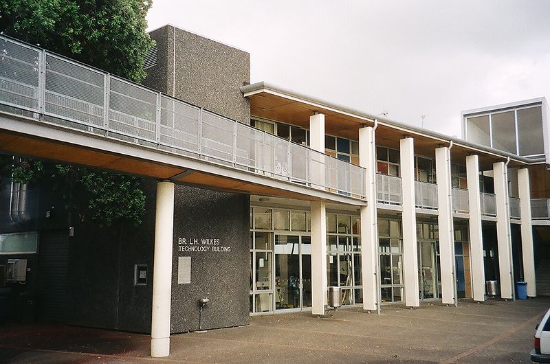 File:St Peter's College, Bro Wilkes Technology Building.JPG