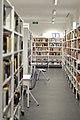 Stadtteilbibliothek Falkenhagener Feld innen.jpg