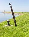 Stavoren. Bolder + (kunstwerk) op de haven pier. 31-05-2021 (actm.).jpg