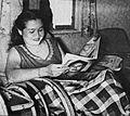 Sukarsih reading Film Varia, Film Varia 2.6 (Jun 1955), p25.jpg