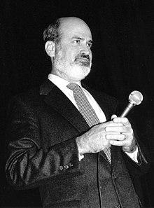 https://upload.wikimedia.org/wikipedia/commons/thumb/b/b4/Terrence_Malick%2C_1993.jpg/220px-Terrence_Malick%2C_1993.jpg