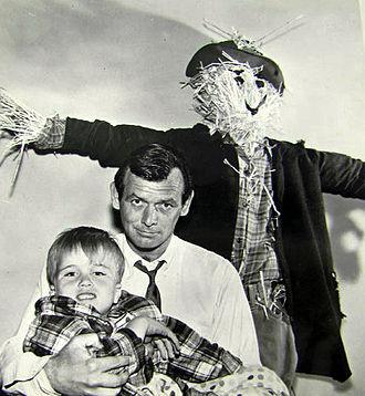The Fugitive (TV series) - Janssen as Richard Kimble with Clint Howard, 1965.