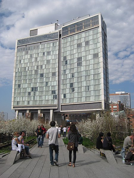 File:The Standard NYC seen from High Line Park.jpg